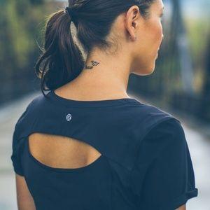 Lululemon Lightened Up Short Sleeve in Black